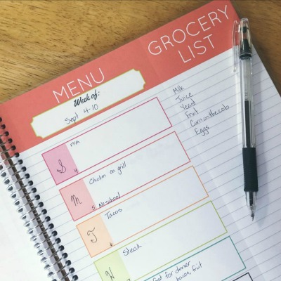 gift ideas for mom carrie-elle-meal-planner1