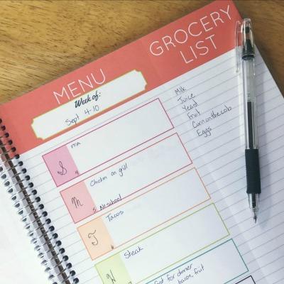 gift ideas for mom carrie-elle-meal-planner1